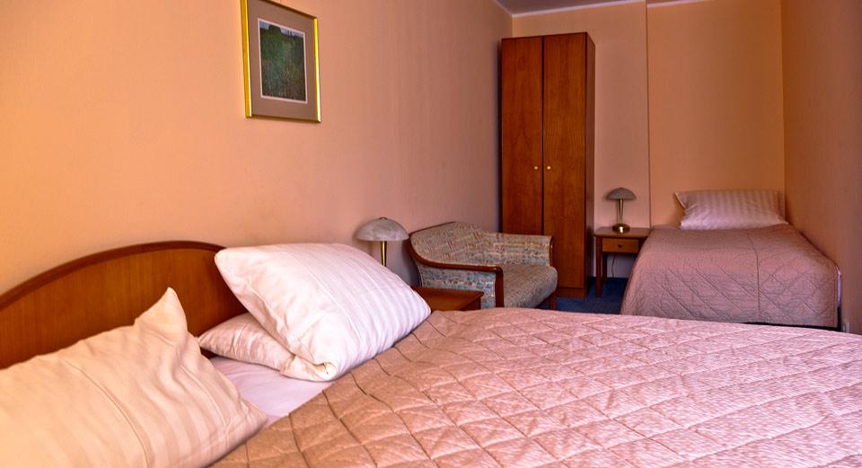 Wir verfügen auch über Drei- und Vierbettzimmer