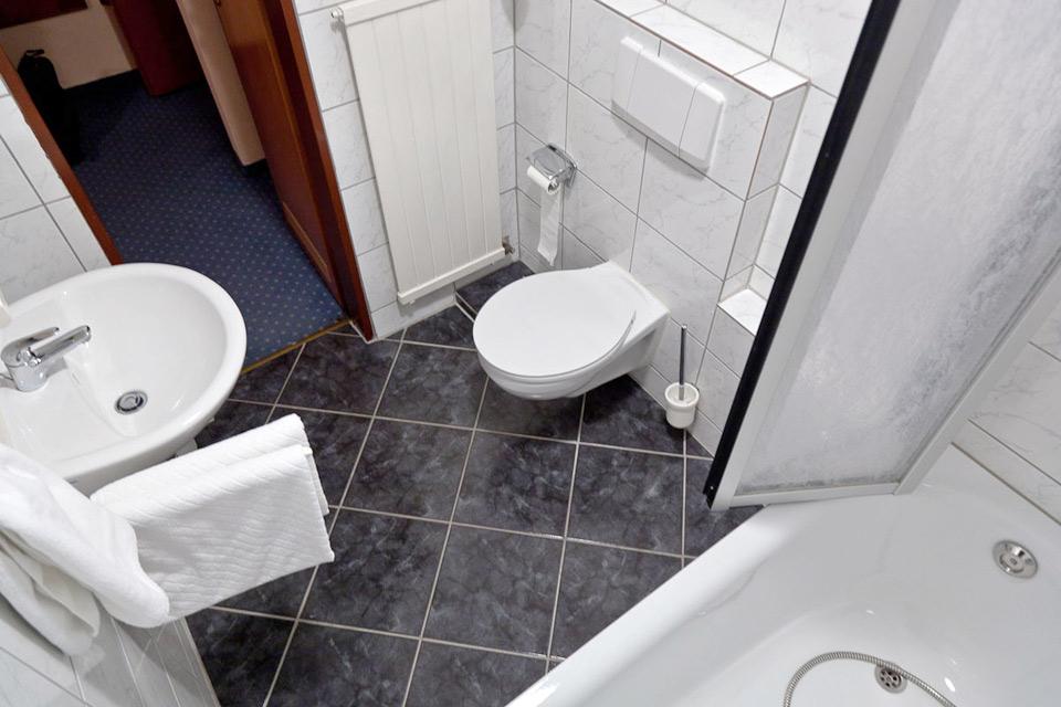 Das Badezimmer, hier mit Dusche